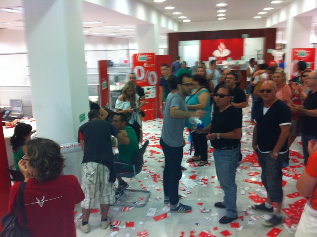 La PAHC dins de l'oficina del Santander